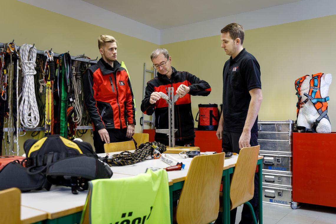 Trainingscenter Kögl GmbH, Persönliche Schutzausrüstung für Arbeiten in Höhen und Tiefen